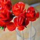 آموزش درست کردن گل رز با توت فرنگی (1)