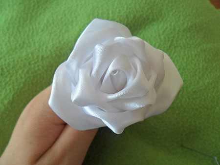 آموزش ساخت گل رز با روبان (10)