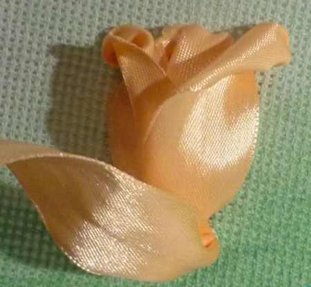 ساخت گل لاله با روبان 9 - آموزش ساخت گل لاله با روبان با روش بسیار ساده و کامل