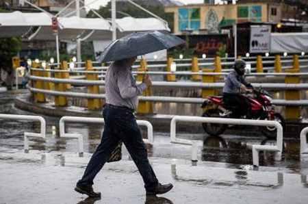 بارش باران تابستانی در تهران 4 بارش باران تابستانی در تهران