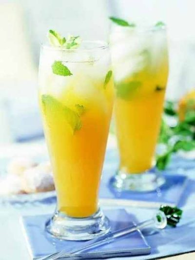 طرز تهیه چای سبز با هلو و نعناع