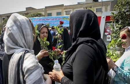 مراسم روز عفاف و حجاب در بازار تهران 2 مراسم روز عفاف و حجاب در بازار تهران