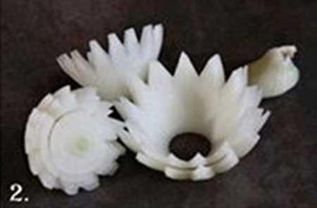 آموزش تزیین پیاز سالاد به شکل گل نیلوفر 2 آموزش تزیین پیاز سالاد به شکل گل نیلوفر