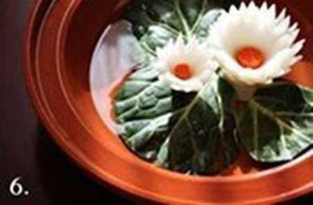 آموزش تزیین پیاز سالاد به شکل گل نیلوفر (6)