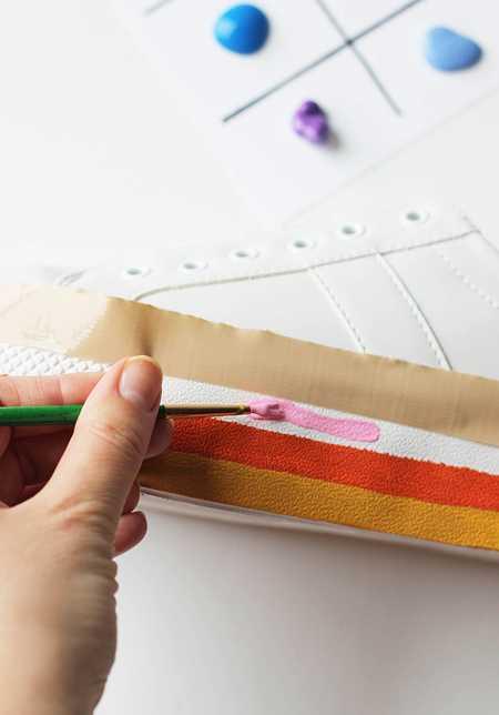 آموزش رنگ آمیزی و تزیین کفش اسپرت (6)