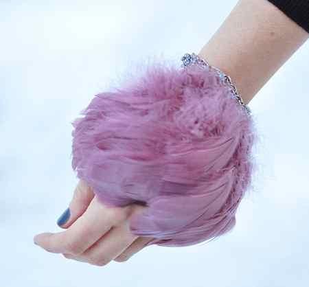 آموزش ساختن دستبند پر دخترانه (1)