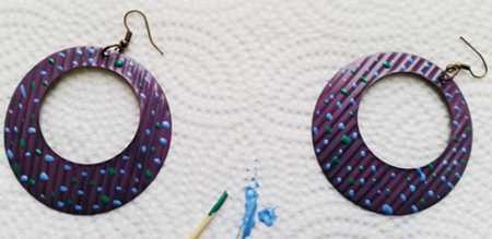 آموزش ساخت و تزئین گوشواره با لاک ناخن (3)