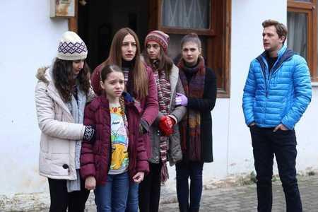 عکس های بازیگران سریال ترکی غنچه های زخمی (12)
