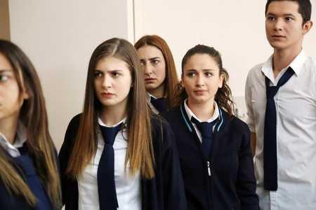 عکس های بازیگران سریال ترکی غنچه های زخمی 16 عکس های بازیگران سریال ترکی غنچه های زخمی
