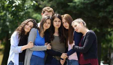 عکس های بازیگران سریال ترکی غنچه های زخمی (19)