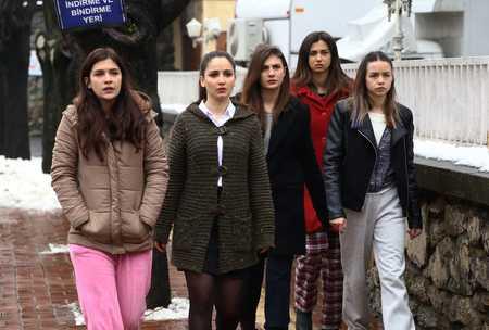 عکس های بازیگران سریال ترکی غنچه های زخمی (30)