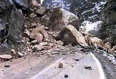ریزش کوه در جاده هراز 4 مصدوم بر جای گذشت (1)