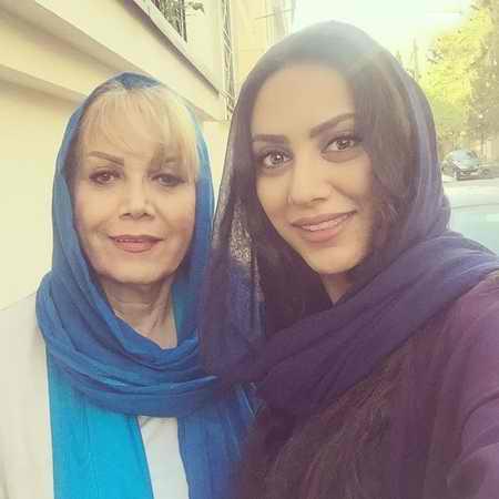 عکس جدید مونا فرجاد و مادرش