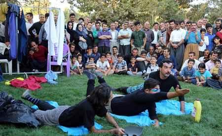 عکس های تئاتر خیابانی در مریوان 7 عکس های تئاتر خیابانی در مریوان