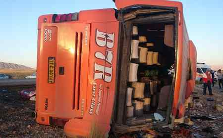 واژگونی اتوبوس دانش آموزان دختر در داراب