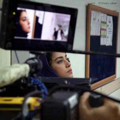 عکس بهاره کیان افشار در پشت صحنه فیلم زرد