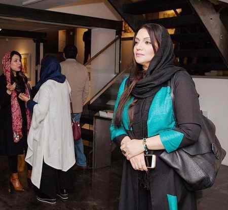 عکس های الهام پاوه نژاد در افتتاح نمایشگاه سعید رفیعی (2)