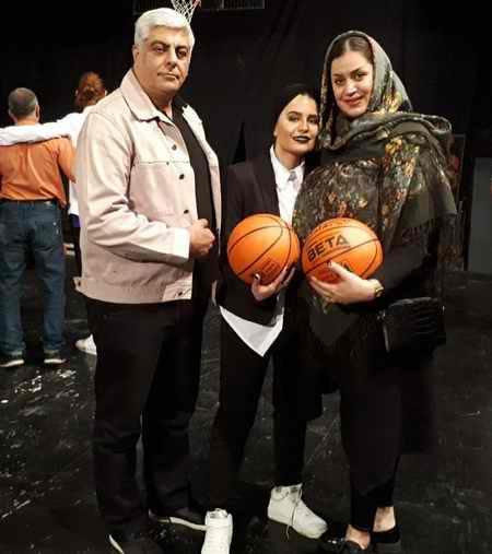 عکس های ساغر شکوری و خانواده اش در نمایش بکت (3)
