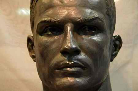 مجسمه جدید رونالدو را ببینید عکس 2 مجسمه جدید رونالدو را ببینید + عکس