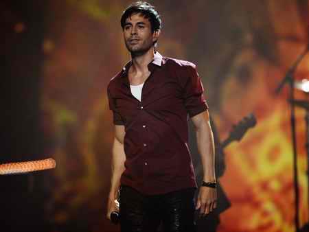 همدردی انریکه خواننده اسپانیایی با زلزله زدگان ایرانی 1 همدردی انریکه خواننده اسپانیایی با زلزله زدگان ایرانی