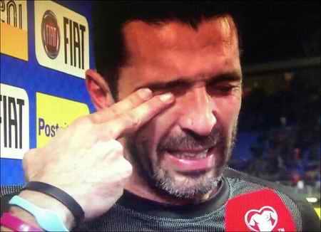 گریه های بوفون به خاطر نرسیدن ایتالیا به جام جهانی 2018 1 گریه بوفون به خاطر نرسیدن ایتالیا به جام جهانی 2018