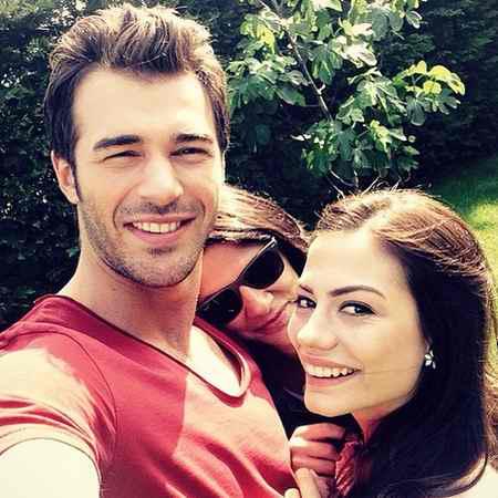 داستان و بازیگران سریال بوی توت فرنگی ترکی (9)