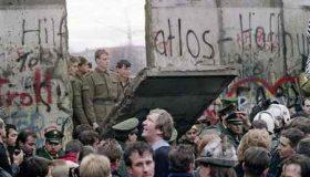 عکس فرو ریختن دیوار برلین از محمود کلاری