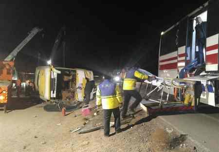 تصادف اتوبوس مشهد با 9 کشته و 36 زخمی تصادف اتوبوس مشهد با 9 کشته و 36 زخمی