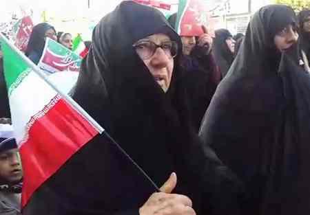 عکس های مادر مسیح علی نژاد در راهپیمایی 22 بهمن (1)