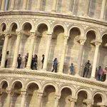 چرا برج پیزا کج است