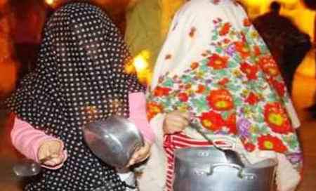 مراسم قاشق زنی در چهارشنبه سوری مراسم قاشق زنی در چهارشنبه سوری