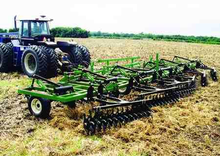 چرا کشاورزان زمین را شخم می زنند