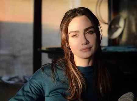 بیوگرافی بازیگر نقش آسلی در سریال عشق سیاه و سفید 6 بیوگرافی بازیگر نقش آسلی در سریال عشق سیاه و سفید