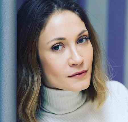 بیوگرافی بازیگر نقش ایدیل در سریال عشق سیاه و سفید (3)