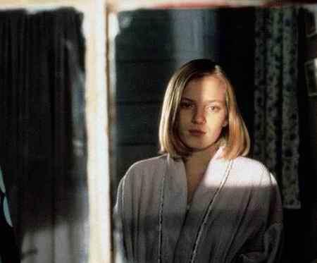 بیوگرافی بازیگر نقش سارا استنلی در سریال قصه های جزیره (2)