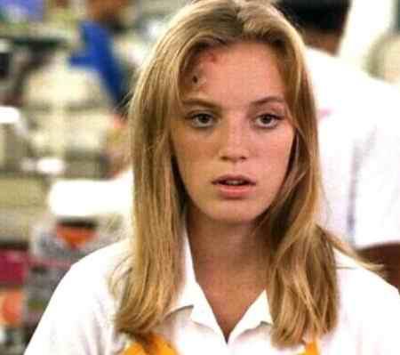 بیوگرافی بازیگر نقش سارا استنلی در سریال قصه های جزیره (3)