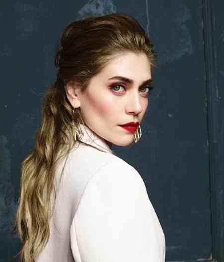 بیوگرافی بازیگر نقش فاتوش در سریال ترکی قرص ماه (6)