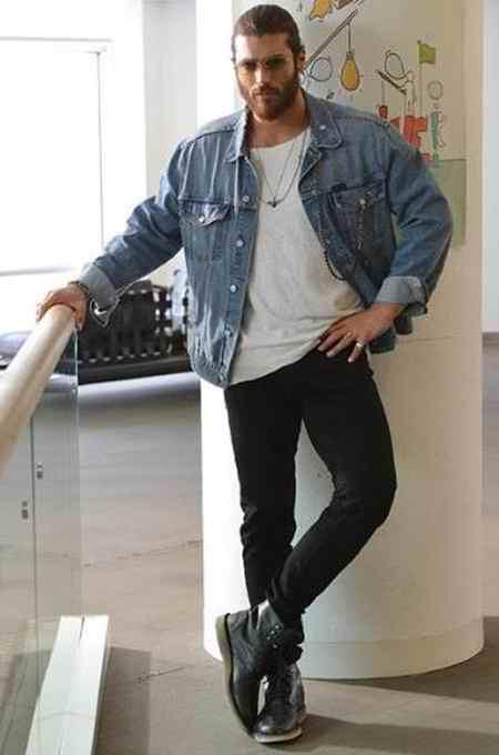 بیوگرافی بازیگر نقش فرید اصلان در سریال قرص ماه (8)