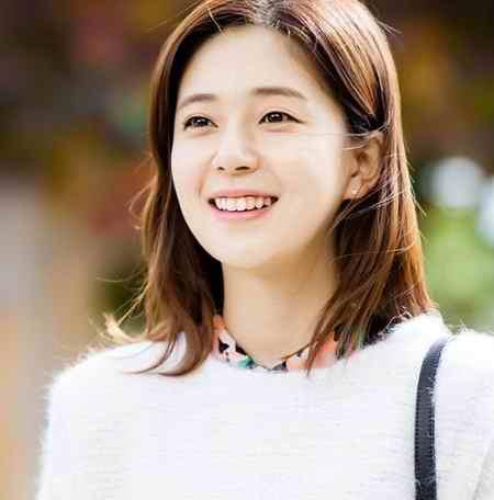 بیوگرافی بازیگر نقش ملکه تاناشیری در سریال ملکه کی (8)