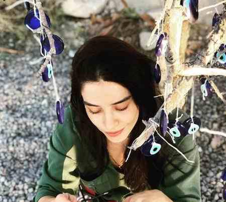 بیوگرافی بازیگر نقش نازلی در سریال قرص ماه (3)