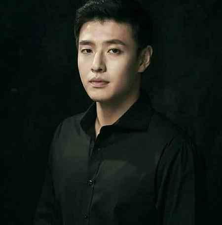 بیوگرافی بازیگر نقش وانگ ووک در سریال عاشقان ماه (1)