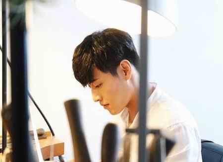 بیوگرافی بازیگر نقش وانگ ووک در سریال عاشقان ماه (10)