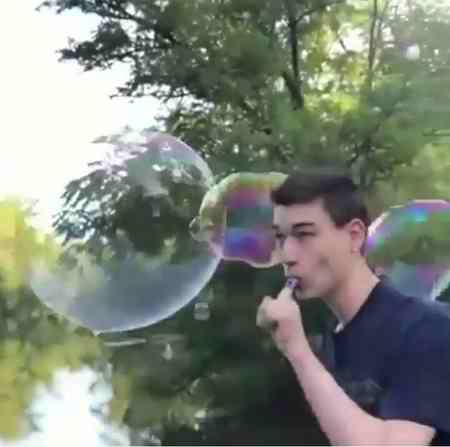 چرا حباب ها گرد هستند