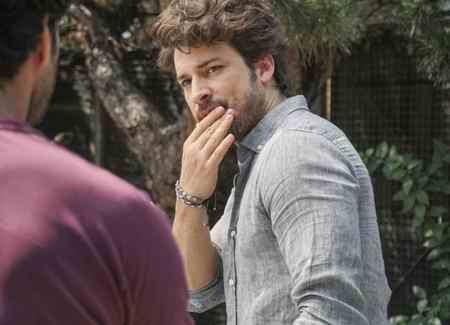 عکس بازیگران سریال ترکی دستم را رها نکن 6 عکس بازیگران سریال ترکی دستم را رها نکن