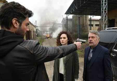 عکس بازیگران سریال ترکی نفس به نفس 2 عکس بازیگران سریال ترکی نفس به نفس