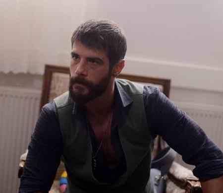 عکس بازیگران سریال ترکی یک تند باد 12 عکس بازیگران سریال ترکی یک تند باد