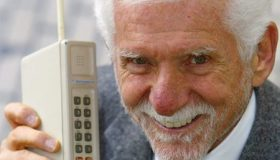 مخترع تلفن همراه