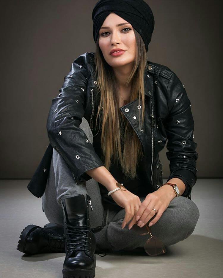 شیوا طاهری در اتلیه عکاسی
