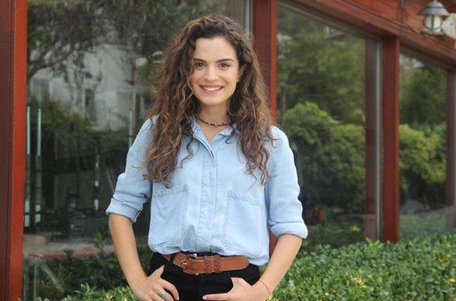 بیوگرافی و عکس آصلی بکیر اوغلو بازیگر نقش سونا در سریال ترکیه ای دروغ شیرین من