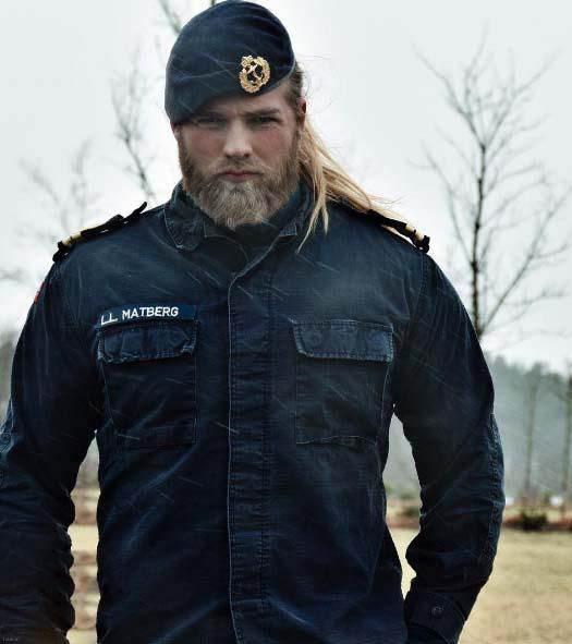 عکسهای خوشگل ترین افسر پلیس مرد دنیا